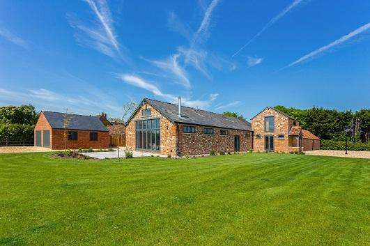 4 Bedrooms Detached House for sale in Thornhill, Wootton Bassett, Wiltshire SN4