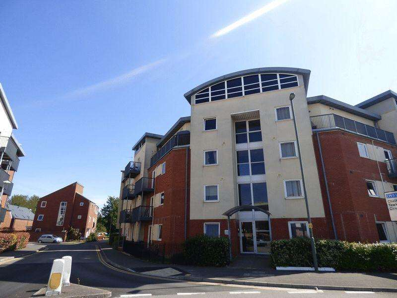2 Bedrooms Ground Flat for sale in Suffolk Drive, Gloucester