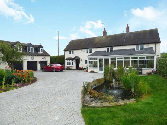 4 Bedrooms Detached House for sale in Ashflats Lane, Stafford, Staffordshire, ST18 9BP