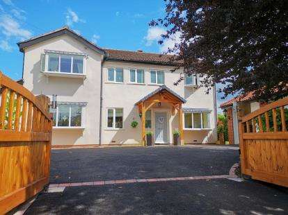 4 Bedrooms Detached House for sale in Sandbach Road North, Alsager, Stoke-on-Trent, Cheshire