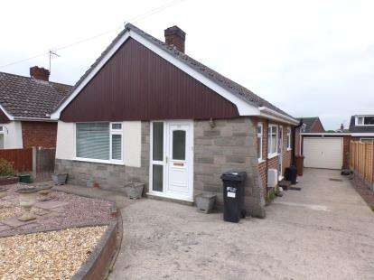 2 Bedrooms Bungalow for sale in Highland Avenue, Aston Park, Queensferry, Deeside, CH5