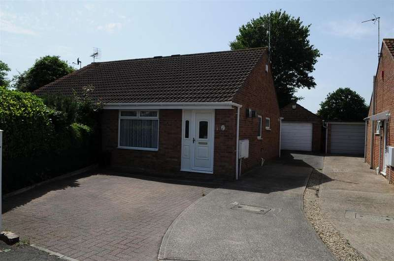 2 Bedrooms Semi Detached House for sale in Ferndale Avenue, Longwell Green, BRISTOL, South Gloucestershire, BS30 9XT