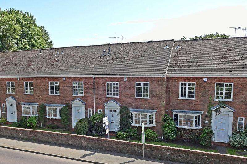 4 Bedrooms Terraced House for sale in Station Road, Toddington