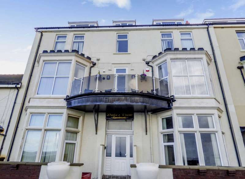3 Bedrooms Flat for sale in Dales View, Queens Promenade, Blackpool, FY2 9AB