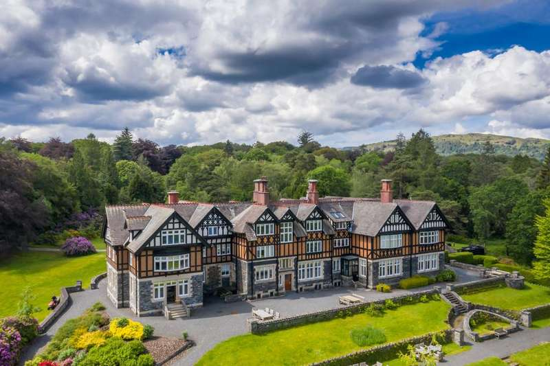 2 Bedrooms Apartment Flat for sale in Kirkstone Heights, Pullwood Bay, Ambleside LA22 0HZ