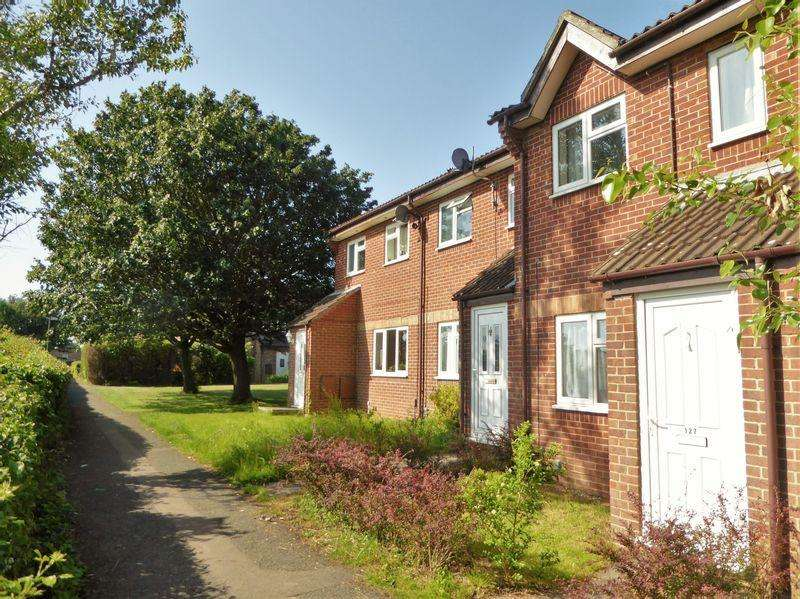 2 Bedrooms Terraced House for sale in Hawthorn Close, Bristol