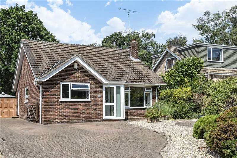 2 Bedrooms Detached Bungalow for sale in Greenwood Road, Crowthorne