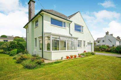 3 Bedrooms Detached House for sale in Lon Merllyn, Criccieth, Gwynedd, LL52
