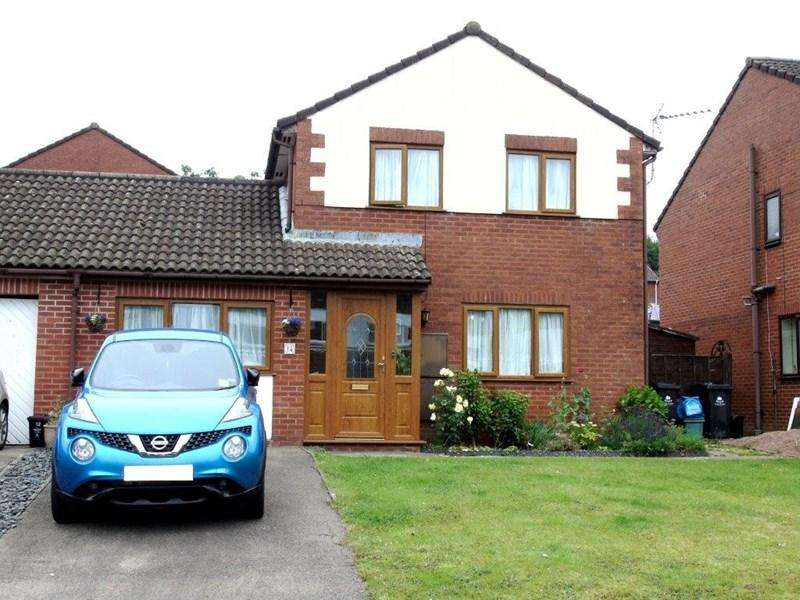 3 Bedrooms Link Detached House for sale in Court Road, Lydney