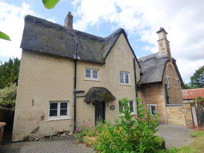 3 Bedrooms Semi Detached House for sale in Thorpe Road, Longthorpe, Peterborough, Cambridgeshire