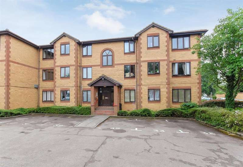 1 Bedroom Flat for sale in Kinnaird Close, Burnham