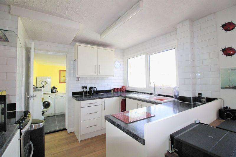 3 Bedrooms Semi Detached House for sale in Beautiful Family Home Fairfax Sundon Park