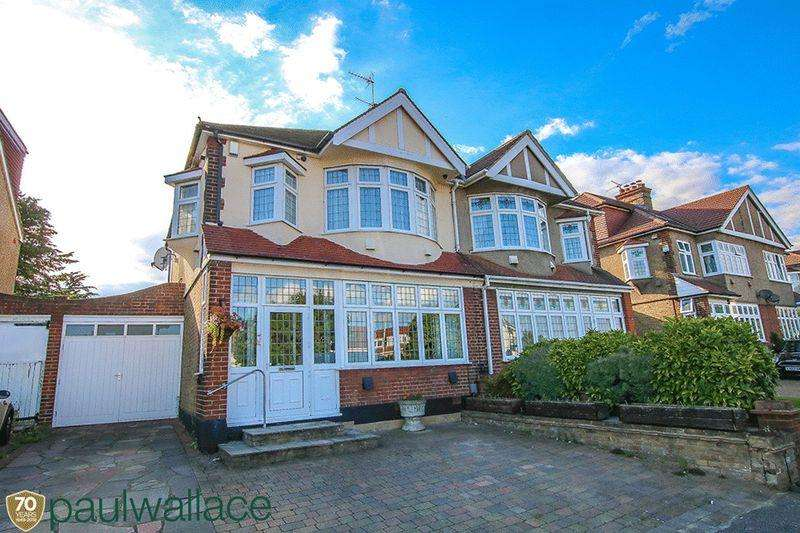 3 Bedrooms Semi Detached House for sale in Westside, Turnford