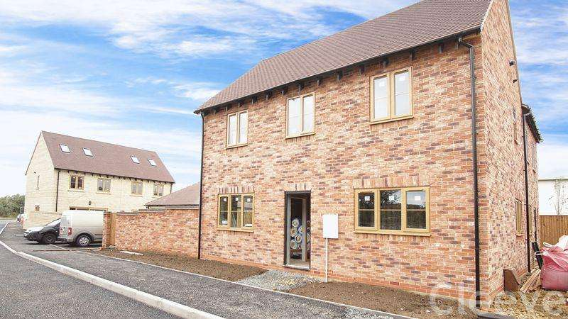 3 Bedrooms Semi Detached House for sale in Hillview Close, Bishops Cleeve