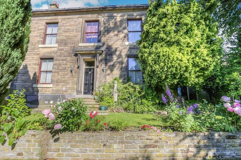 3 Bedrooms Detached House for sale in Wedneshough Green, Hollingworth, Hyde, SK14