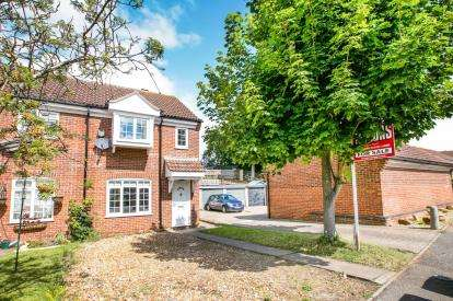3 Bedrooms End Of Terrace House for sale in The Paddocks, Potton, Sandy, Bedfordshire