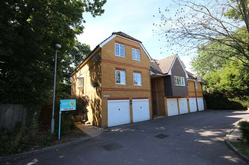 2 Bedrooms Apartment Flat for sale in Walnut Mews, Bracknell