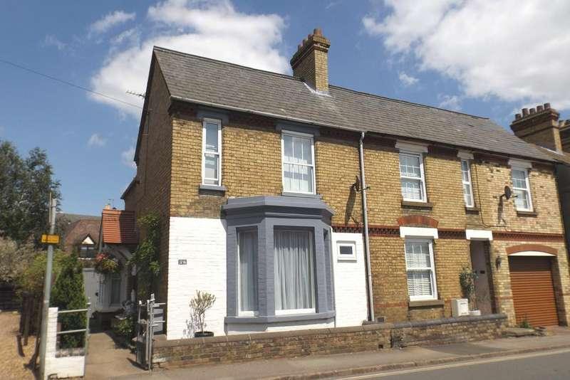 3 Bedrooms Semi Detached House for sale in Blackbird Street, Potton SG19