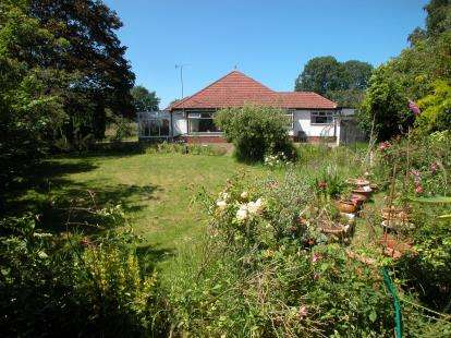 4 Bedrooms Bungalow for sale in Mudhouse Lane, Burton, Neston, Cheshire, CH64