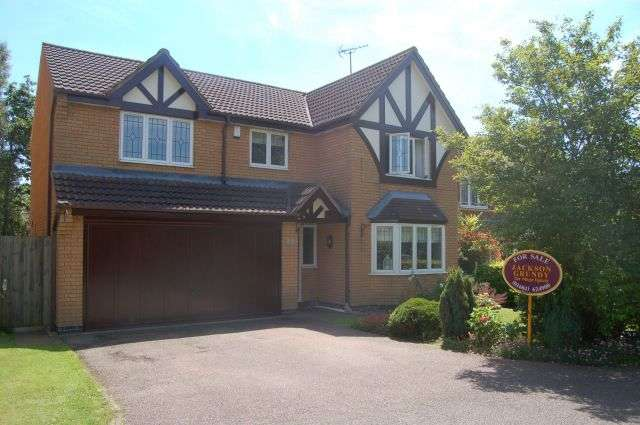 4 Bedrooms Detached House for sale in Ashpole Spinney, Hunsbury Meadows, Northampton NN4 9QB