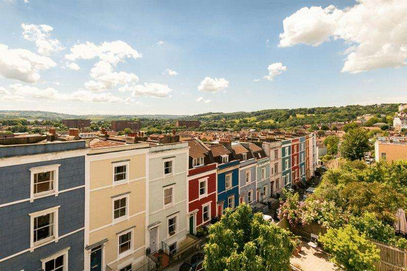 4 Bedrooms Terraced House for sale in Ambra Vale East, Cliftonwood