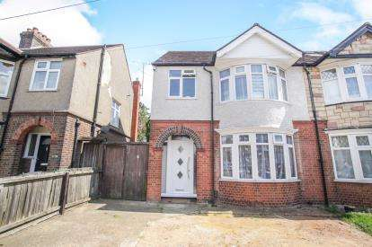 3 Bedrooms Semi Detached House for sale in Rutland Crescent, Luton, Bedfordshire, .