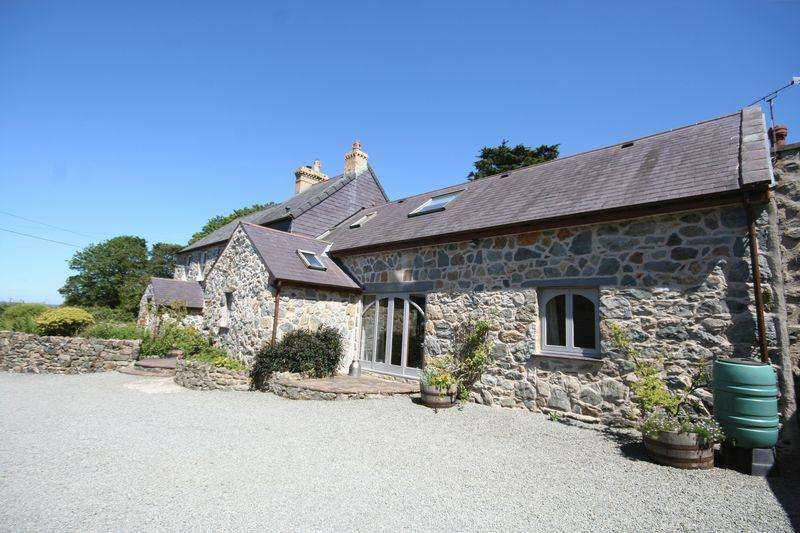 8 Bedrooms Detached House for sale in Llangaffo, Anglesey