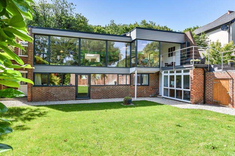 5 Bedrooms Detached House for sale in Wells Lane, Whitchurch