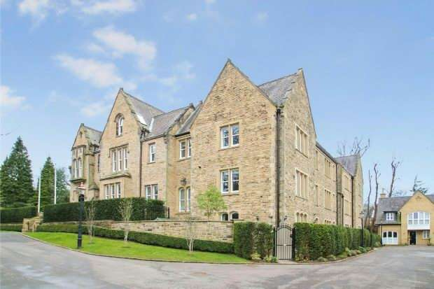 2 Bedrooms Apartment Flat for sale in Dunham Mount, Dunham, Road, Altrincham