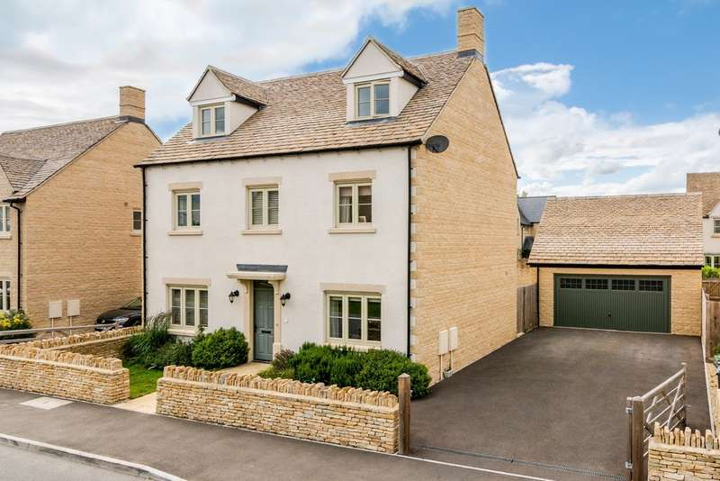 5 Bedrooms Detached House for sale in Nightingale Way, South Cerney