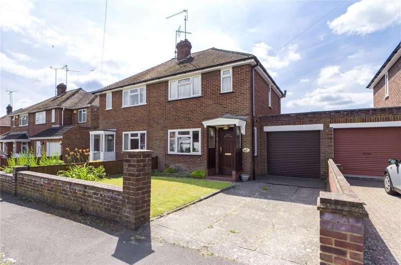 2 Bedrooms Semi Detached House for sale in Worcester Close, Reading, Berkshire, RG30