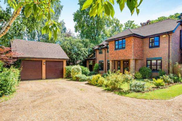 5 Bedrooms Detached House for sale in Godalming, Surrey