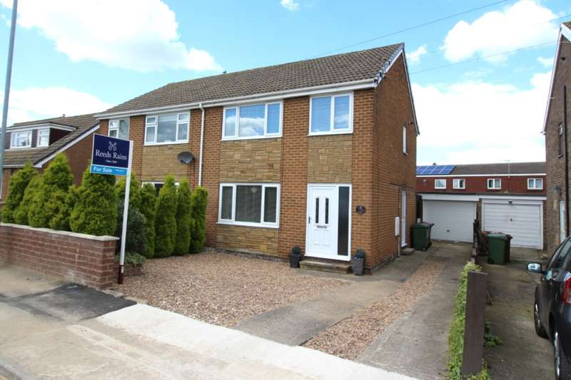 3 Bedrooms Semi Detached House for sale in Park Gardens, Ossett, West Yorkshire, WF5