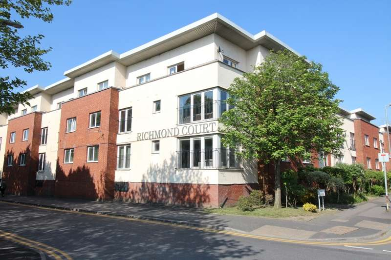 3 Bedrooms Apartment Flat for sale in Richmond Court, 50 North George Street, Salford, M3