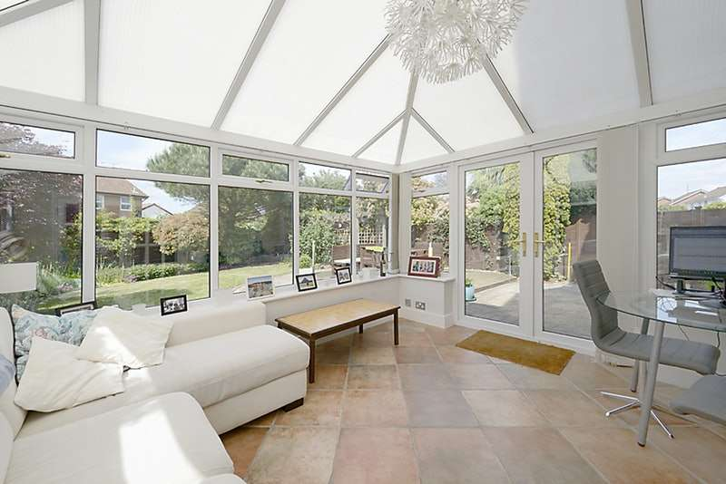 4 Bedrooms Detached House for sale in Rose Close, Reading, Berkshire, RG5
