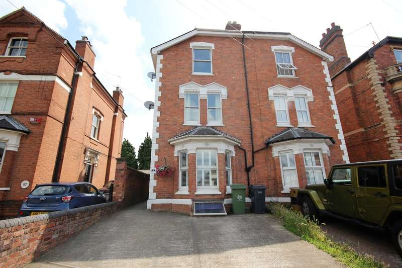 3 Bedrooms Semi Detached House for sale in Bromyard Road, St Johns, Worcester, WR2
