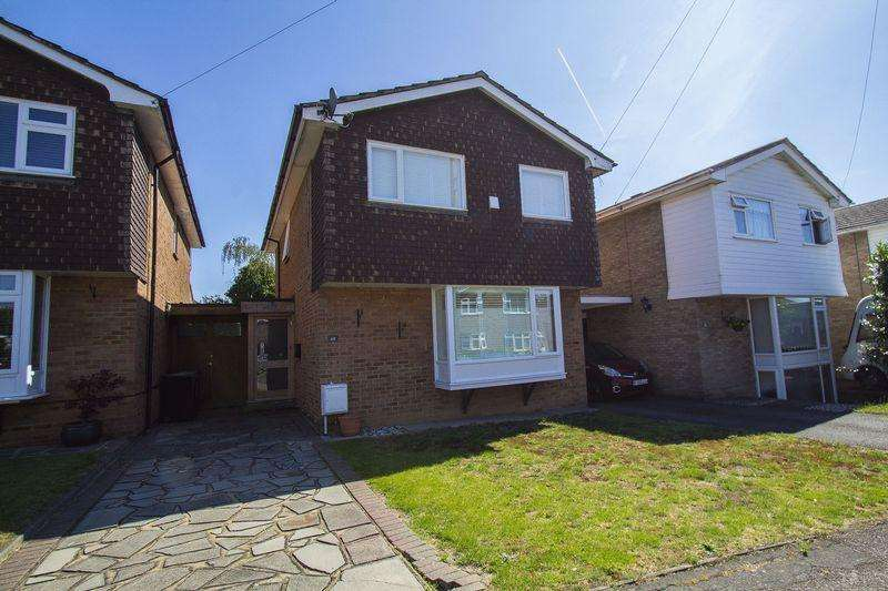 4 Bedrooms Detached House for sale in Woolhampton Way, Chigwell IG7
