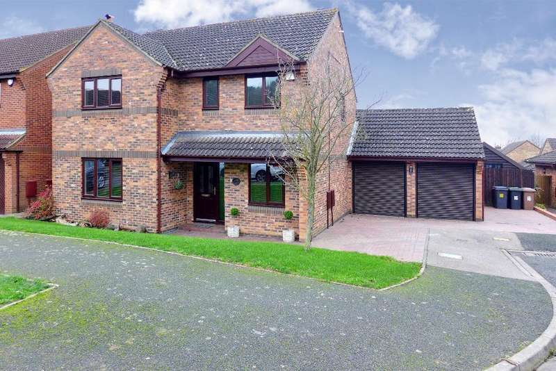 4 Bedrooms Detached House for sale in Lippitts Hill, Old Bedford Area, Luton, Bedfordshire, LU2 7YN