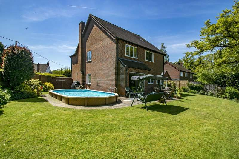 4 Bedrooms Detached House for sale in Oakdene, Woodcote, Reading, RG8