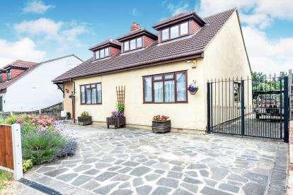 5 Bedrooms Bungalow for sale in Rainham, Havering, Essex