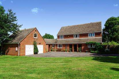 4 Bedrooms Detached House for sale in Coaley, Dursley, Gloucestershire