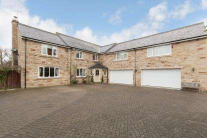 5 Bedrooms Detached House for sale in The Drey, Darras Hall, Ponteland, Northumberland, NE20