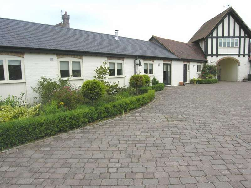 3 Bedrooms Barn Conversion Character Property for rent in Poplars Farm, Toddington