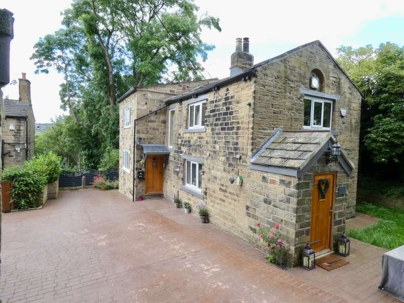 3 Bedrooms Detached House for sale in Green Lane, Farnley, Leeds, West Yorkshire, LS12