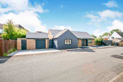 4 Bedrooms Bungalow for sale in Witchford, Ely, Cambrdigeshire