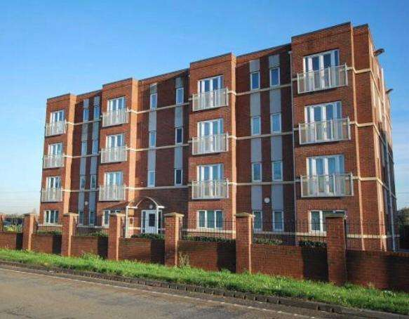2 Bedrooms Flat for sale in Locklands Lane, Irlam, Manchester