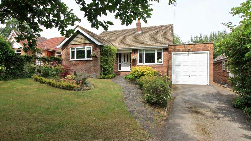 3 Bedrooms Detached Bungalow for sale in New Road, Little Kingshill