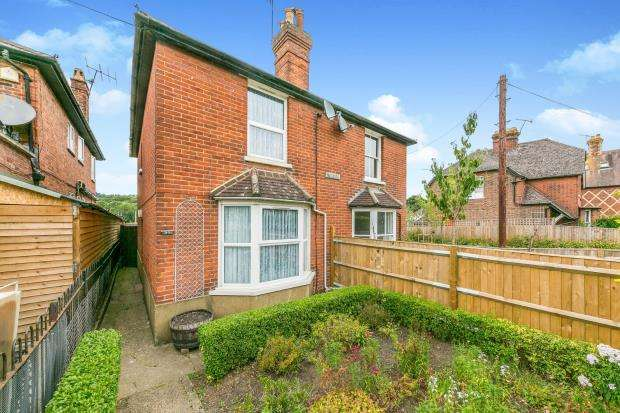 3 Bedrooms Semi Detached House for sale in Chilworth, Guildford, United Kingdom