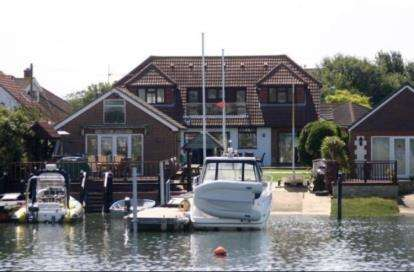 5 Bedrooms Detached House for sale in Hayling Island, Hampshire, .