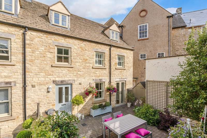4 Bedrooms End Of Terrace House for sale in The Old Coach Yard, The Chipping, Tetbury